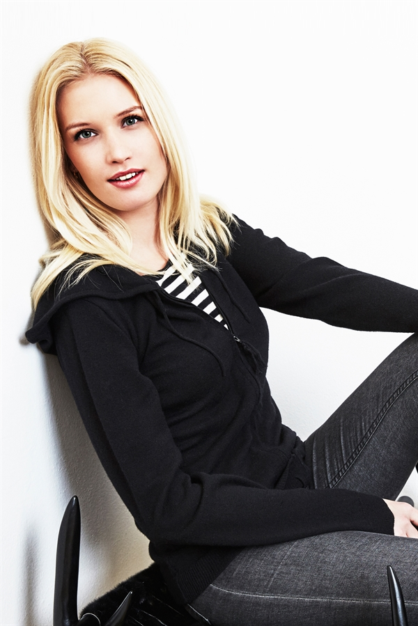 Black/white striped nursing shirt with hoodie and zipper