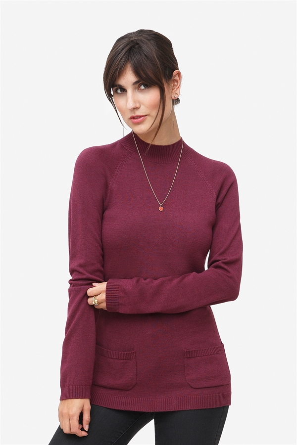 Plum nursing shirt with pockets. Made of wool/viscose knit
